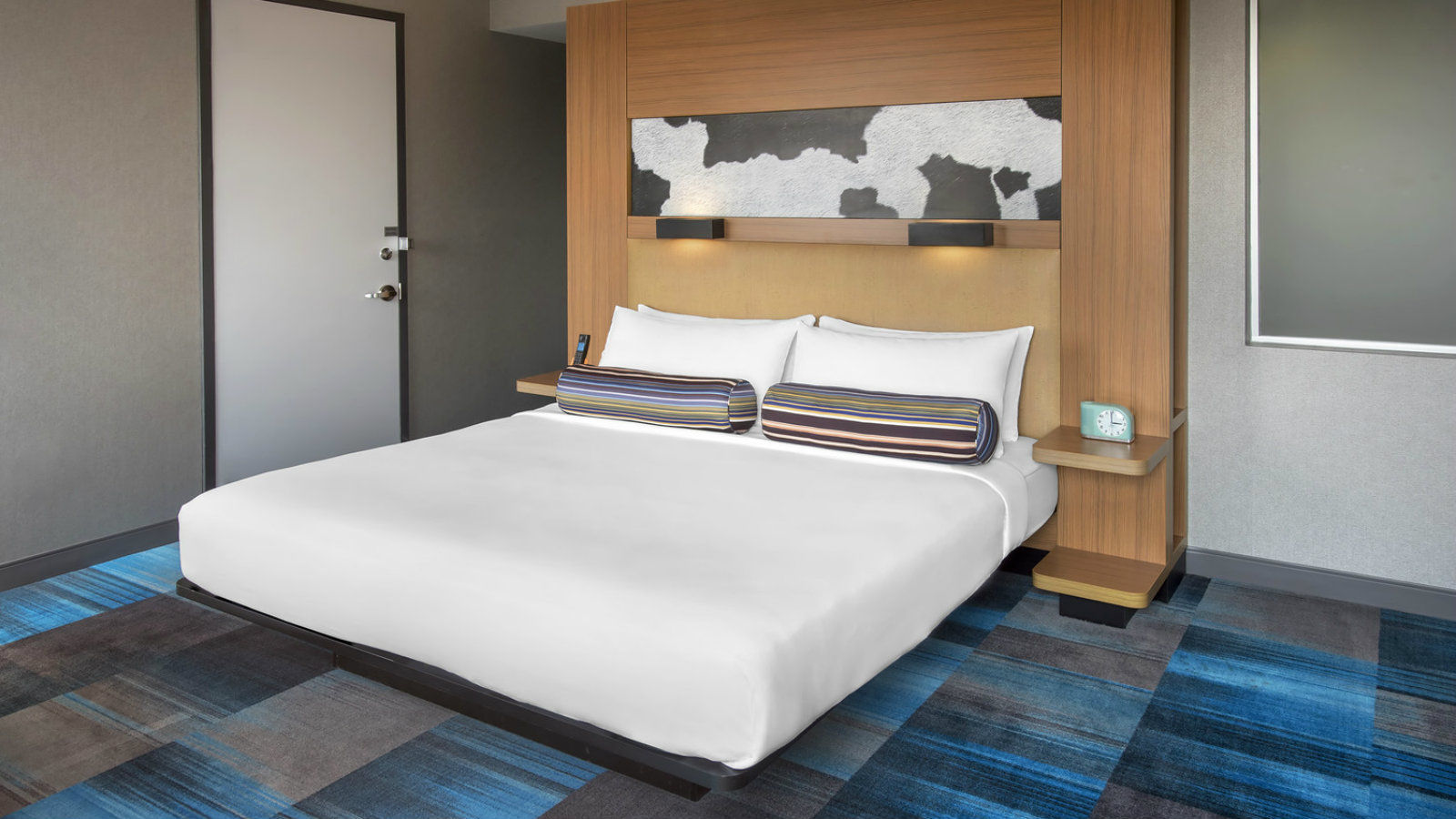 Franklin Accommodations - Aloft King Room